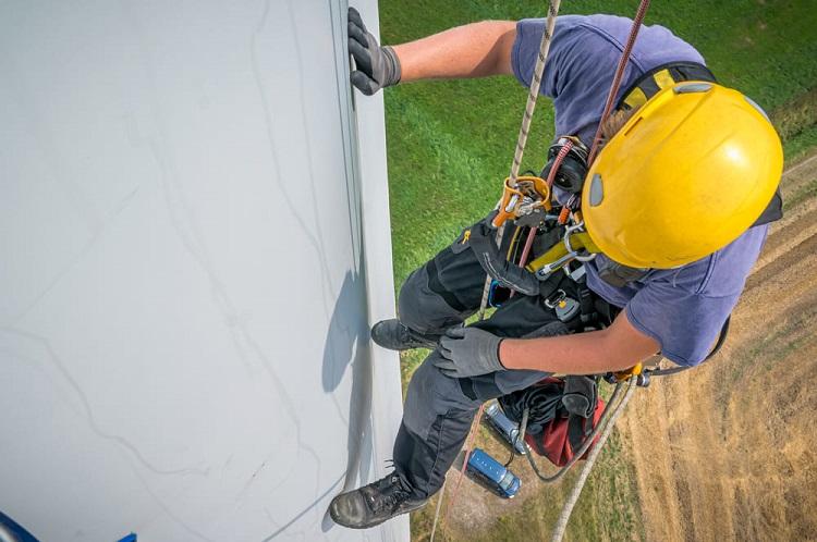 trabajador-derechos-seguridad-parque-eolico